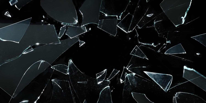 картинка разбитое черное стекло связи