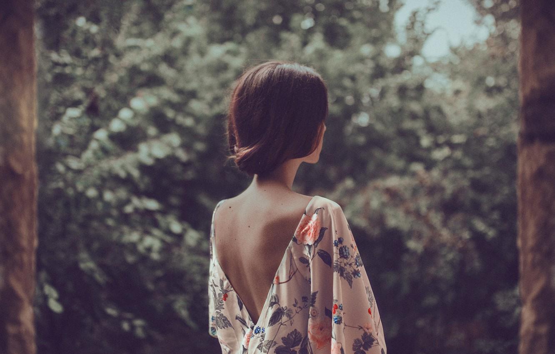 Картинки девушек на аву со спину короткий волос