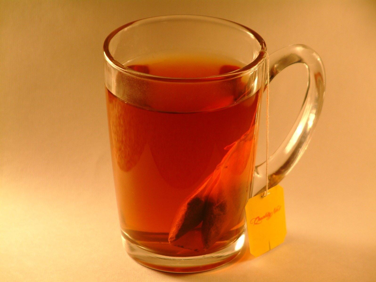 смайлик с кружкой чая